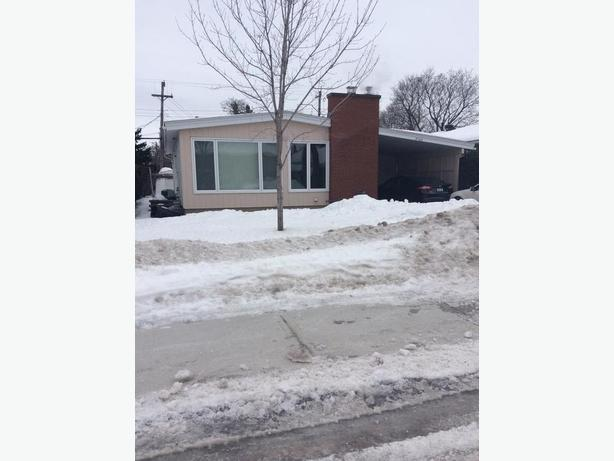 LOVELY 3 + 1 BEDROOM BUNGALOW IN CHARMING ELMVALE ACRES!