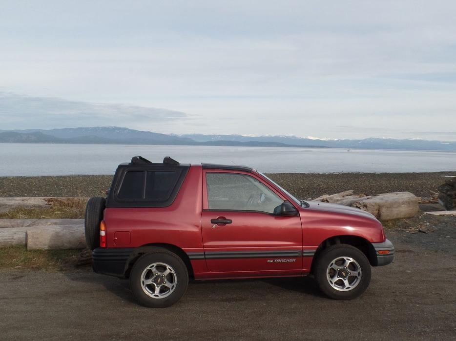 1999 chevy tracker 4 wd 2 dr qualicum nanaimo mobile. Black Bedroom Furniture Sets. Home Design Ideas