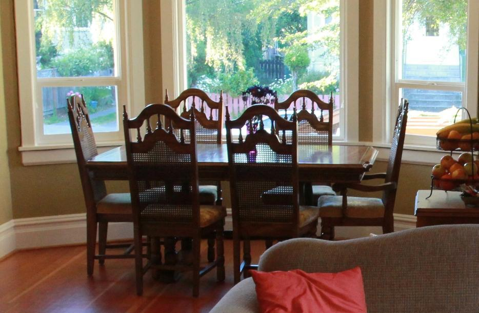 Dining Room Table And Chairs Victoria City Victoria