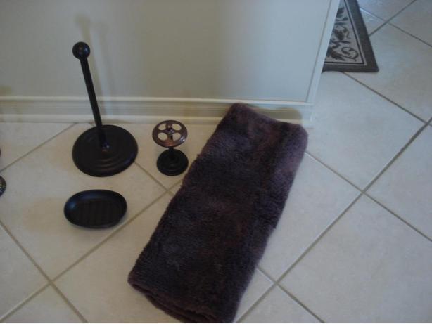 Bronze bathroom accessories orleans gatineau for Bathroom accessories ads