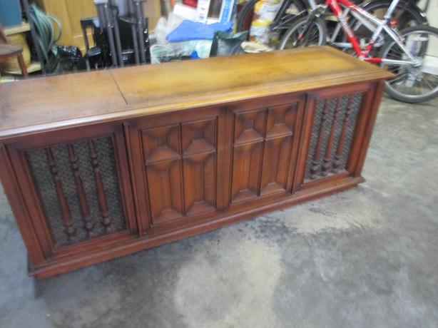 Free Old Type Record Player Chest Victoria City Victoria