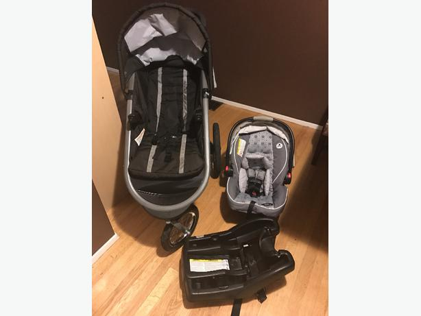 graco snugride click connect 35 car seat and stroller cross posted west shore langford. Black Bedroom Furniture Sets. Home Design Ideas