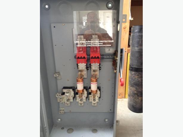 Cutler Hammer 400 Amp Main Disconnect Breaker Panel North