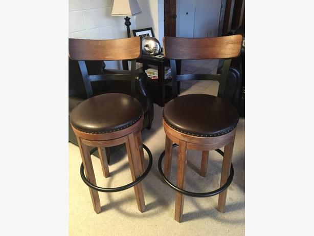 2 Swivel Bar Stools With Distressed Wood Finish Esquimalt