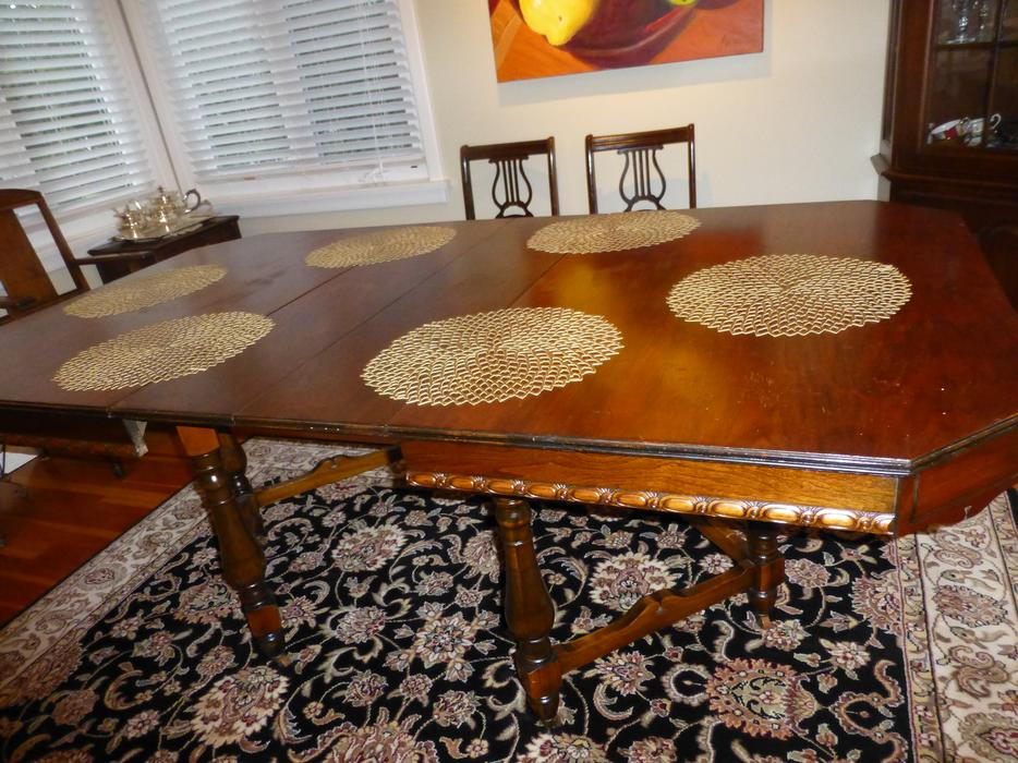 Dining room table 4 chair buffet oak bay victoria mobile for Dining room tables victoria bc