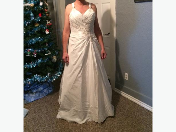 Wedding Dress Alterations Halifax : Wedding dress never worn size no alterations done the