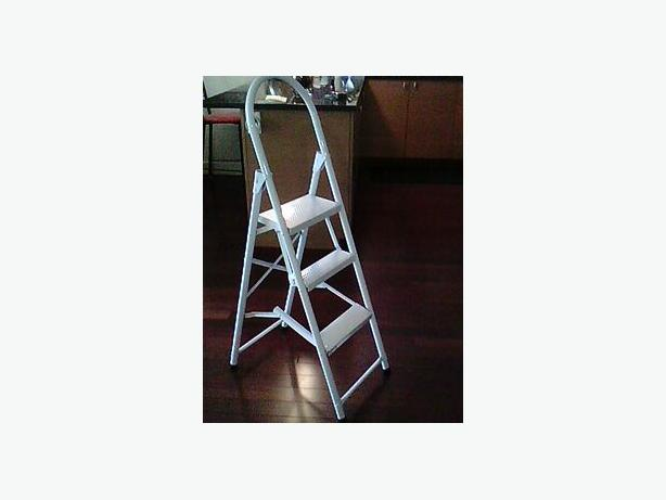 Small White Kitchen Step Stool 27 Inches From Floor To Top
