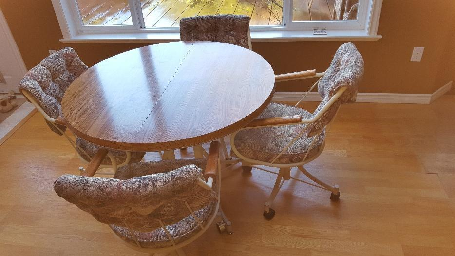 Free table and 4 chairs saanich victoria mobile for Dining room tables victoria bc