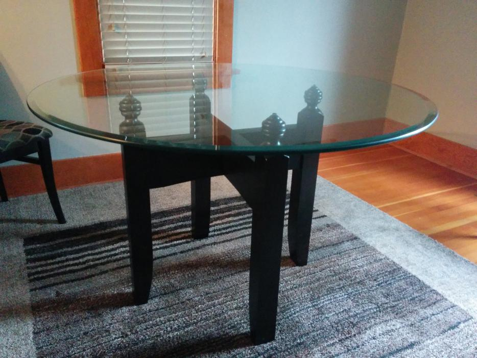 Round Glass Table Oak Bay Victoria MOBILE : 57810207934 from www.usedvictoria.com size 934 x 700 jpeg 94kB
