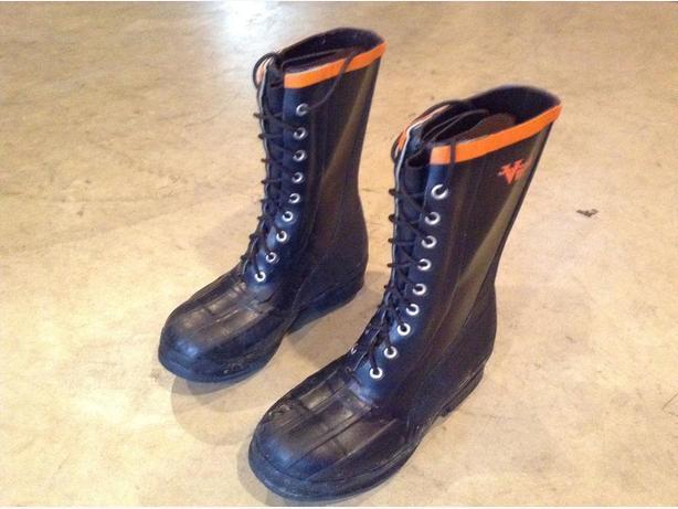 Viking forester size 7 Caulk boots