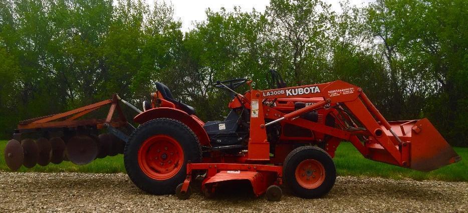Kubota B7100 Loader : Kubota b hst diesel hydro tractor loader mower
