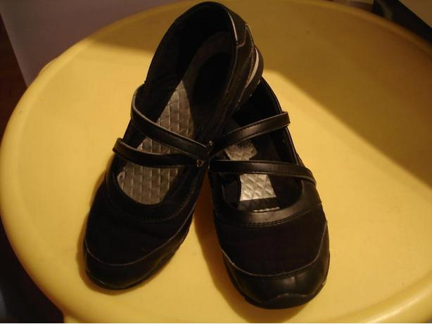 size 8 bum black shoes saanich