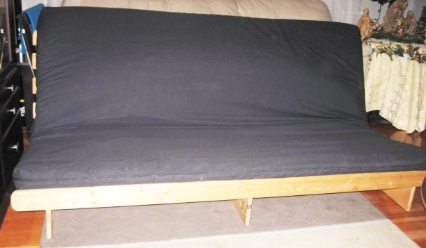 High End Modern Wood Frame Futon With Washable Mattress