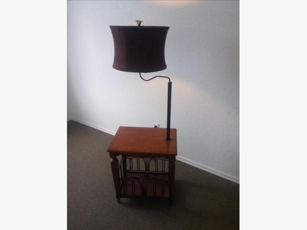 BEAUTIFUL MAPLE TABLE LAMP/WITH CAST IRON LOOK MAG.RACK