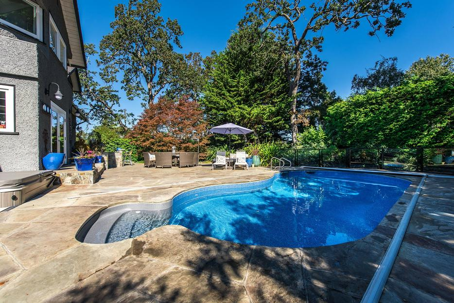 Pool Landscape Lead Hand Concrete Finisher Equipment Operator North Saanich Sidney Victoria