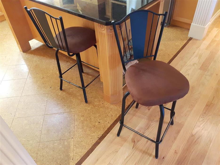 Pair of comfy Counter Stools Central Saanich Victoria  : 57920401934 from www.usedvictoria.com size 934 x 700 jpeg 90kB