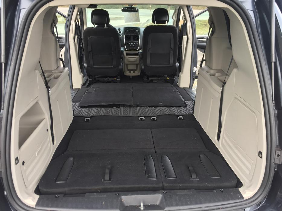 2014 dodge grand caravan sxt with stow n go seats only 51 612kms outside victoria victoria. Black Bedroom Furniture Sets. Home Design Ideas