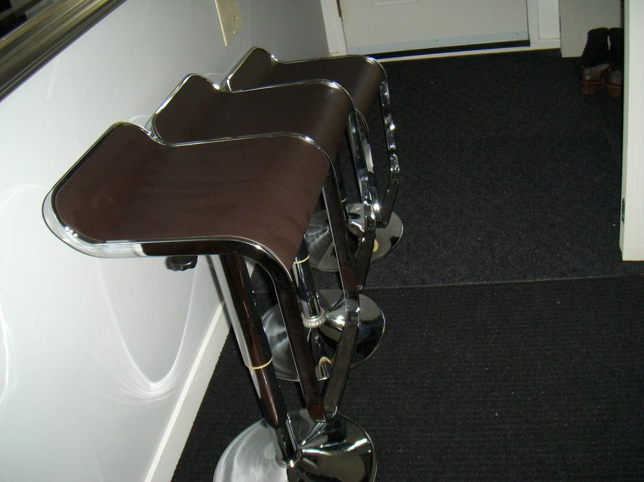 3 great condition MODERN bar stools with adjustable height  : 57936746934 from www.usedvictoria.com size 934 x 700 jpeg 66kB