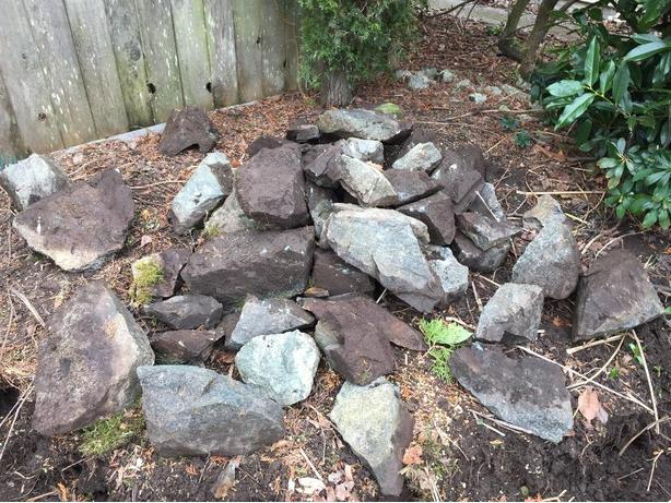 Free landscaping rocks saanich victoria for Landscaping rocks vernon bc