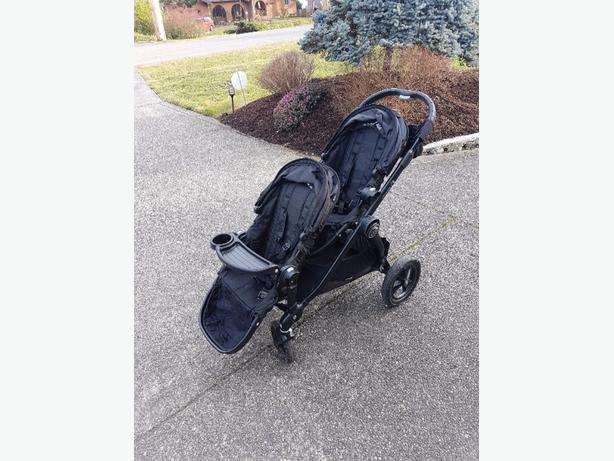 EUC City Select Double Stroller With Universal Car Seat Adapter And Snack Tray