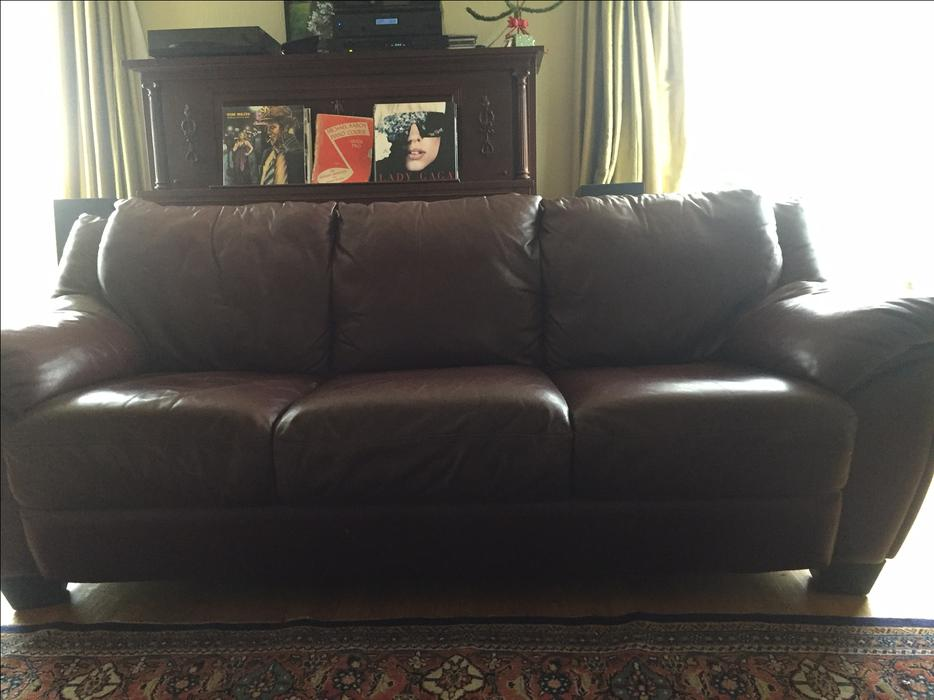 Leather Burgundy Sofa And Loveseat Oak Bay Victoria
