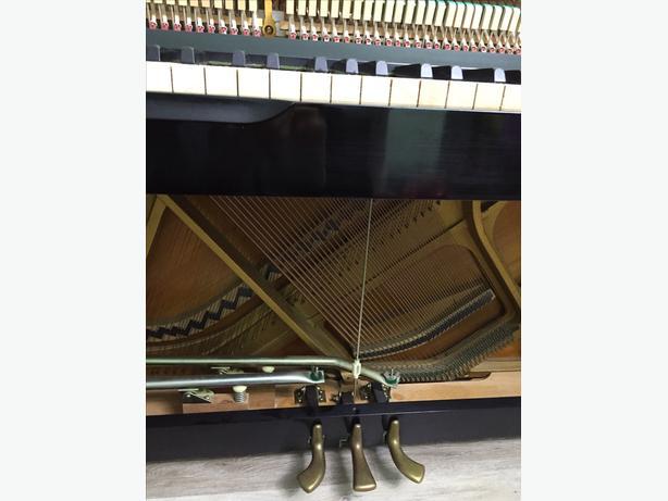 Yamaha upright piano with bench nepean gatineau mobile for Yamaha piano store winnipeg