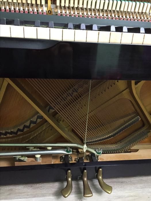 Yamaha upright piano with bench nepean ottawa mobile for Yamaha piano store winnipeg