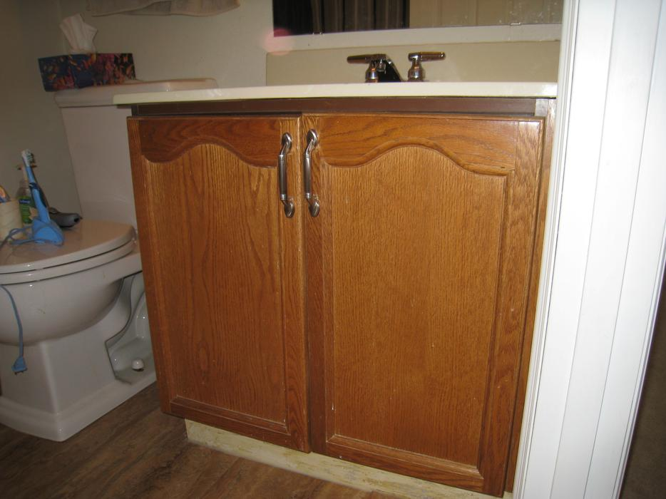 Oak kitchen cabinets and bathroom vanities north regina for Kitchen cabinets york region