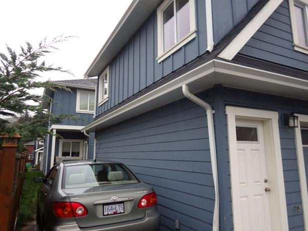 Newer detached carriage house suite with full size for Detached carriage house