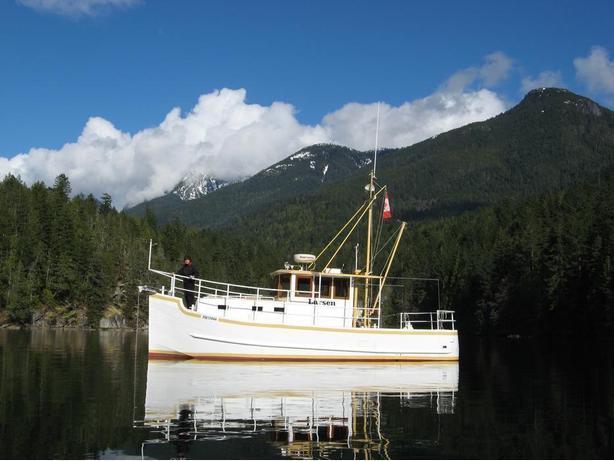 1995  30ft steel hull trawler tug boat live-a-board