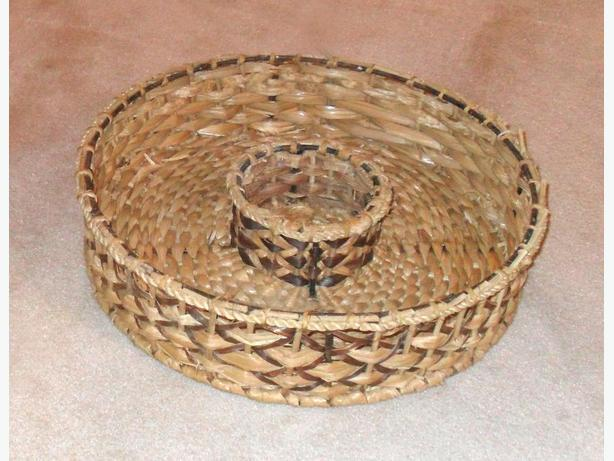 Sturdy Thick Iron Framed Round Wicker Basket