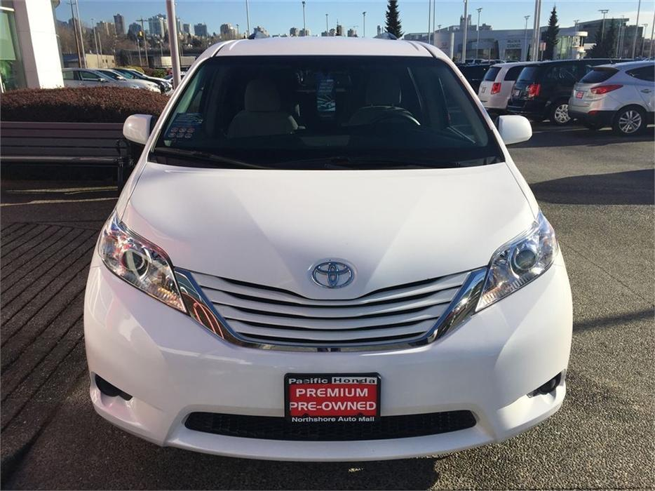 2015 toyota sienna le awd zero 0 claims all wheel drive local van outside victoria victoria. Black Bedroom Furniture Sets. Home Design Ideas