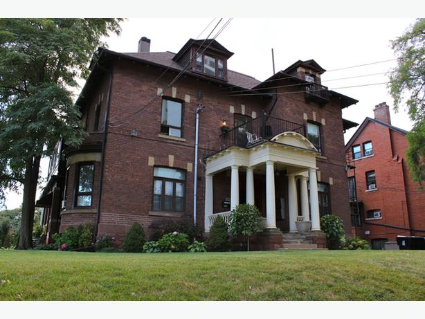 646 Broadview 100C – A bachelor within a Historic Mansion!!