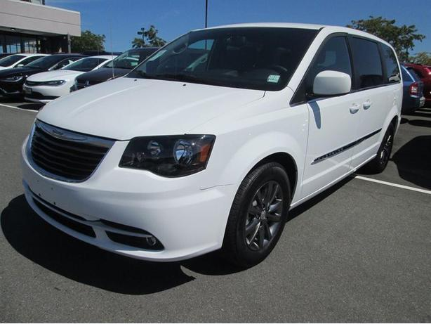 2015 Chrysler Town & Country S Edition