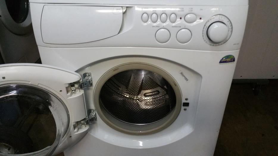 ariston 24 apartment sized stackable washer dryer set saanich victoria mobile. Black Bedroom Furniture Sets. Home Design Ideas