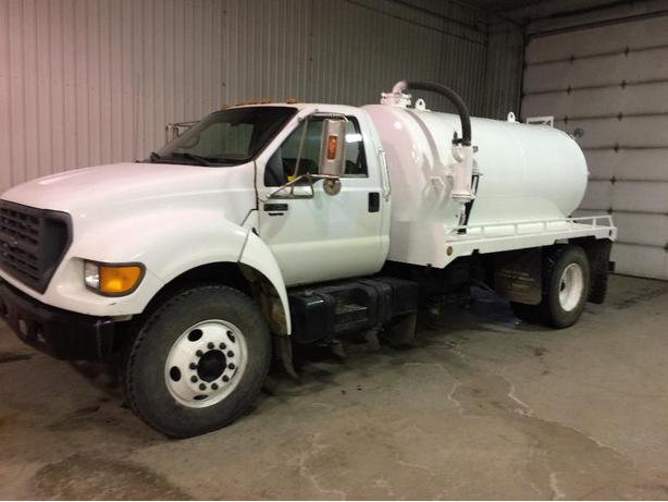 2000 Ford F-750 Septic Truck