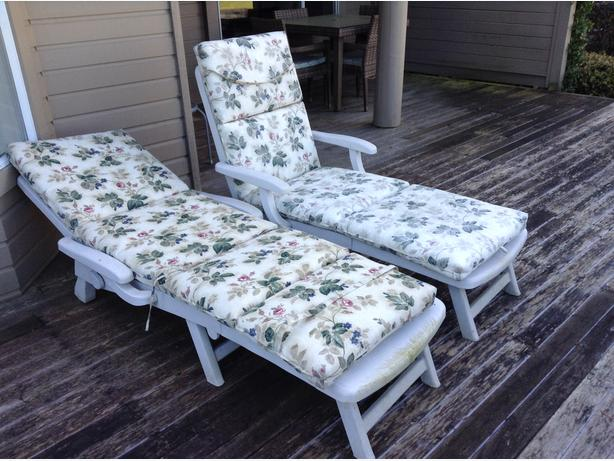 2 matching adjustable lounge chairs with cushions for Matching lounge furniture
