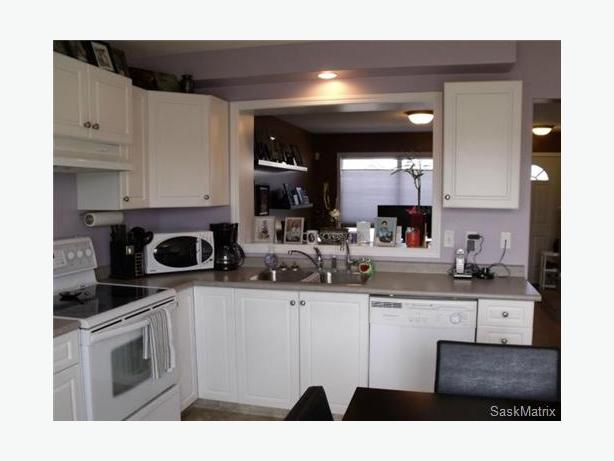 Basement br in fully furnished 3 brs townhouse prvt for Bathroom decor regina