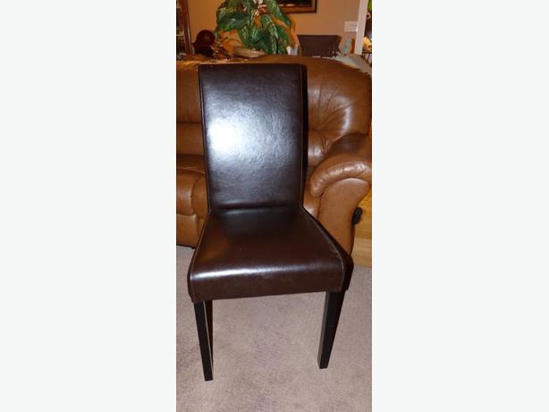 no tears leather all sides 3rd photo shows chair with topper not