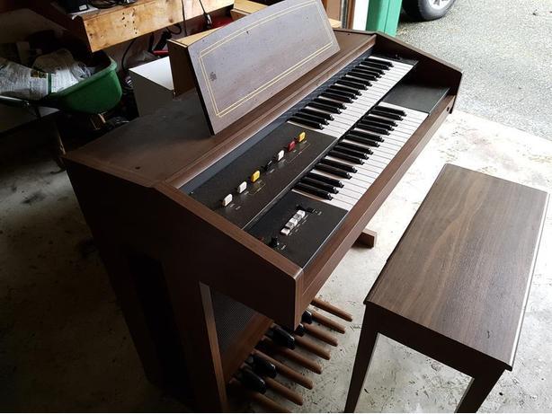 Yamaha electone organ model b 2r free saanich victoria for Yamaha electone organ models