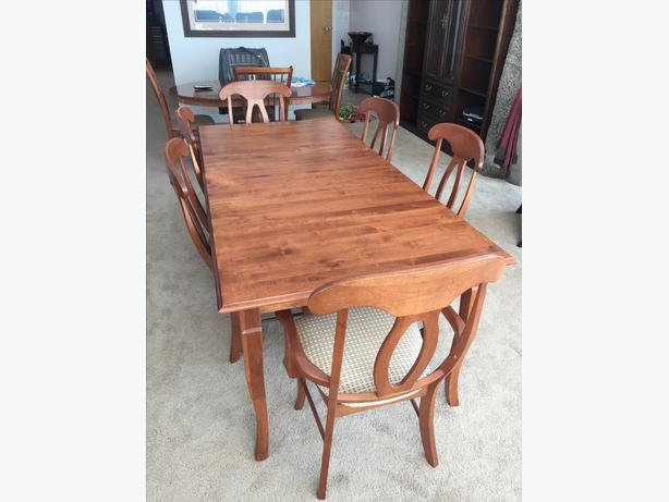 Shermag Dining Table 2 Napoleon Chairs 4 Side
