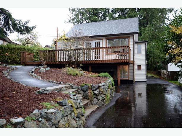 Cozy cottage style home in the heart of Lake Cowichan