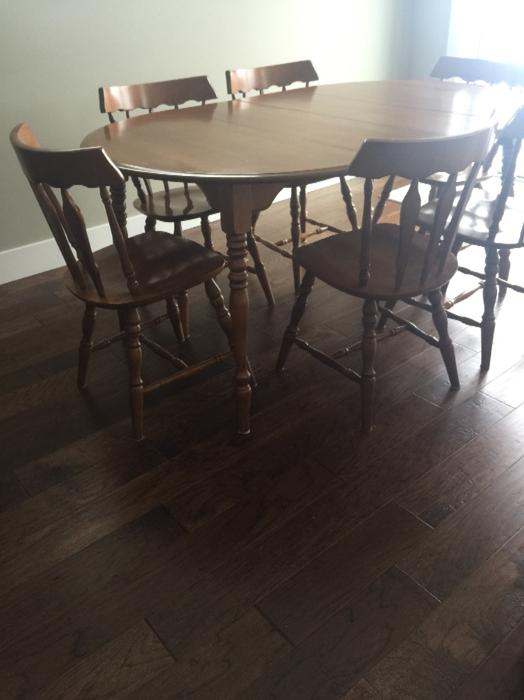 Beautiful set of maple dining room table chairs hutch for Dining room tables kelowna