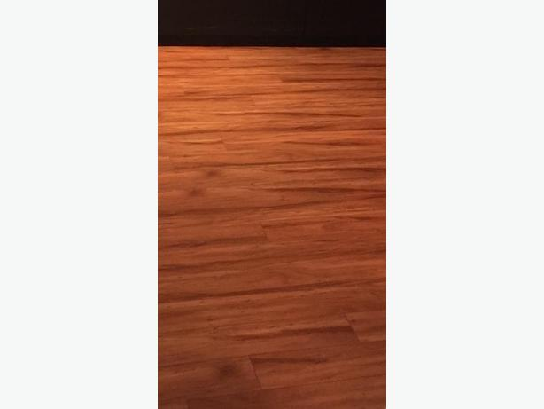 Laminate flooring in good condition north nanaimo nanaimo for Laminate flooring waterloo