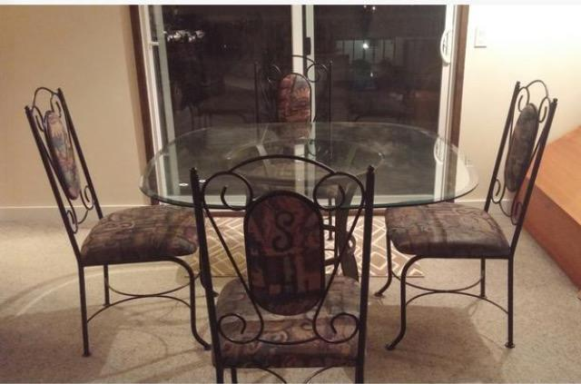 Glass dining room table set can deliver victoria city for Dining room tables kelowna