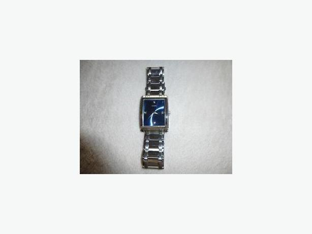 MEN'S GUESS AUTHENTIC WATCH W / DIAMONDS - $50