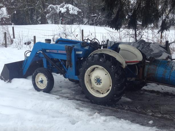 Ford 3000 Loader : Ford diesel tractor outside nanaimo