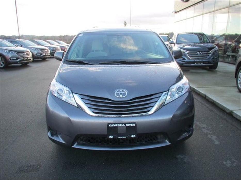 2016 toyota sienna le 8 passenger campbell river courtenay comox mobile. Black Bedroom Furniture Sets. Home Design Ideas