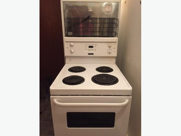 frigidaire fridge and apartment size stove west shore
