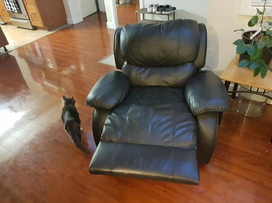 Black Recliner Leather Couch Sofa With Matching Lazy Boy